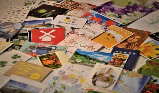 Een deel van de vele kaarten die de moeder van Marianne Lampers ontving.