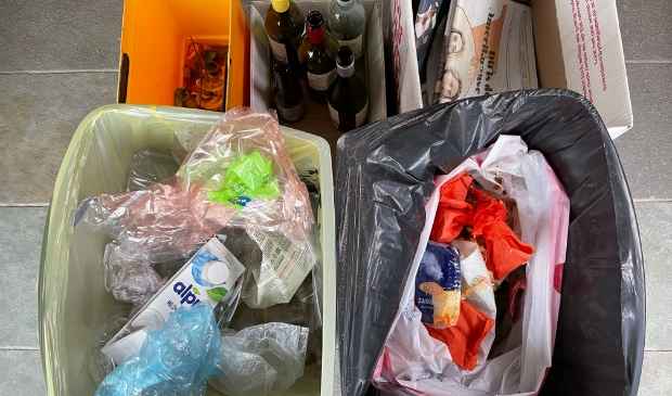 <p>Over &lsquo;n paar maanden kunnen PMD en restafval samen in &eacute;&eacute;n zak. GFT, glas, papier en textiel blijven apart.</p>