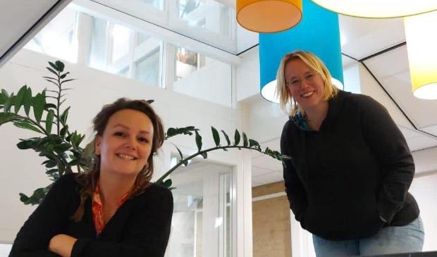<p>Gerda van Berkel en Laura Roosen doen een oproep aan buren om elkaar te helpen.</p>