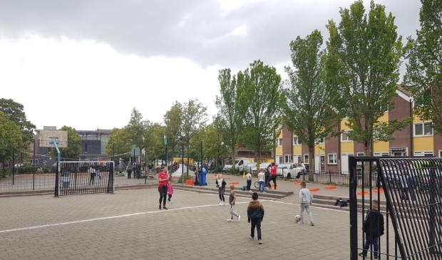 Carlijn aan het werk op een van de pleintjes in Haarlem