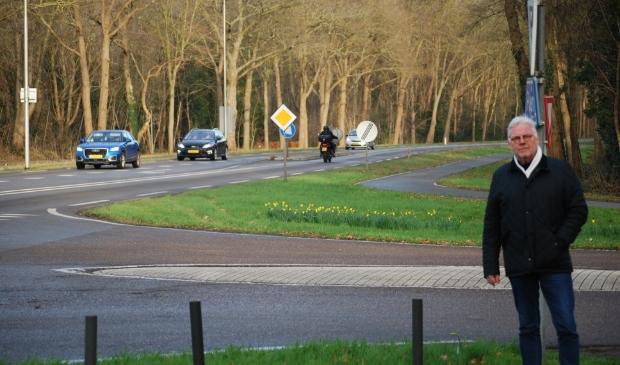 Leendert Lodder pleit voor een veiliger oversteekplaats bij de Hoofdlaan.