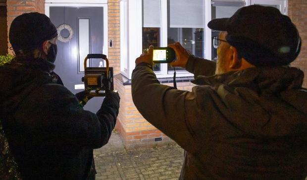 Vrijwilligers van EnergieRijk maken warmtescan van woning in Houten