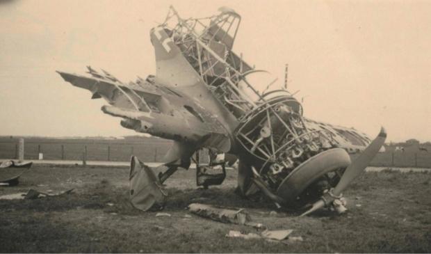 <p>De neergestorte Fokker van Ruis de Perez.</p>