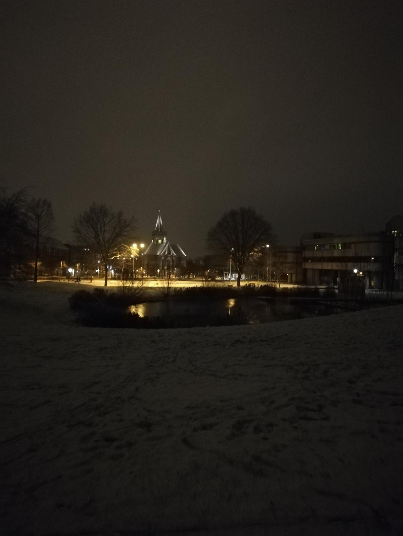 <p>Een mooi beeld van Ede centrum, met de Oude Kerk in het middelpunt.</p> Willemieke Goudriaan © BDU Media