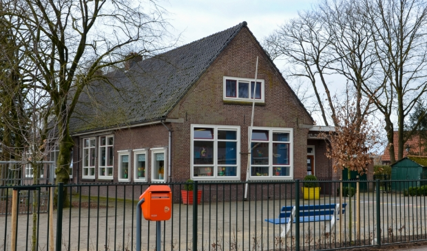 <p>Ontwikkelaar Steenvlinder wil casco (klus)woningen realiseren in voormalig basisschool Veenhuizerveld voor starters op de woningmarkt.</p>