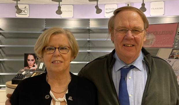 <p>Francis en Kees Janmaat stoppen na 49 jaar DA-drogist in Driebergen.</p>