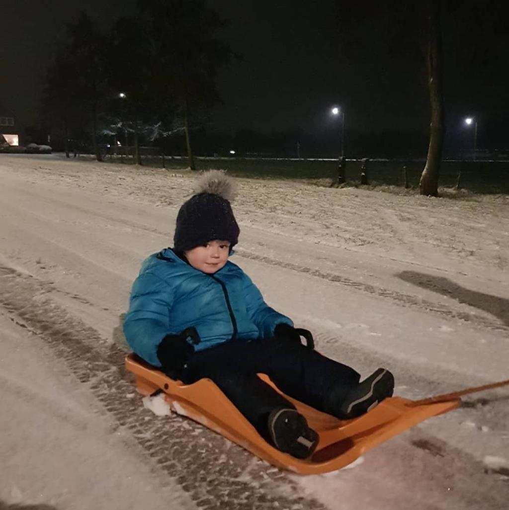 Eerste sneeuw en sleepret. Familie Van den Berg © BDU media