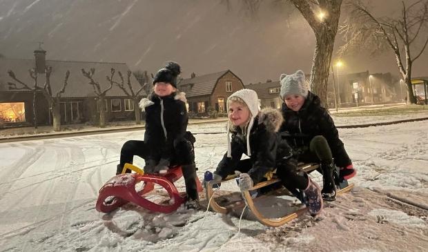 Elizabeth en Sarah zijn nichtjes van Emma en kwamen speciaal uit Renswoude naar Barneveld om samen te sleeën!