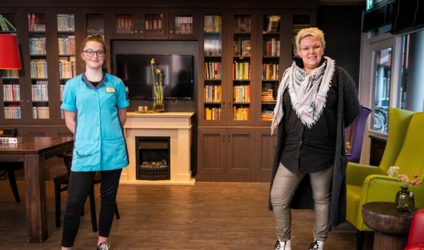 <p>BGO-student Nienke Hazeleger en projectmanager Hendrina Brugmans in de recreatieruimte van Neboplus.</p>