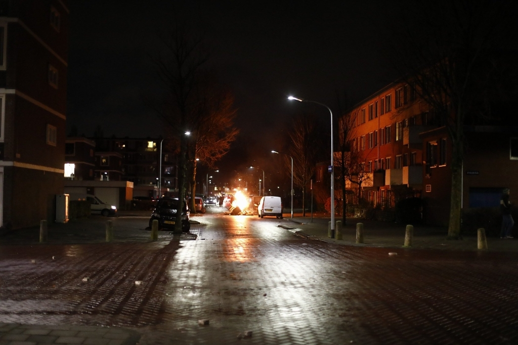 Er werden diverse brandjes gesticht in de wijk. Laurens Bosch © BDU media