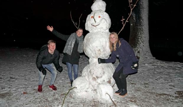 <p>Sneeuwpop bij de Koewei.</p>