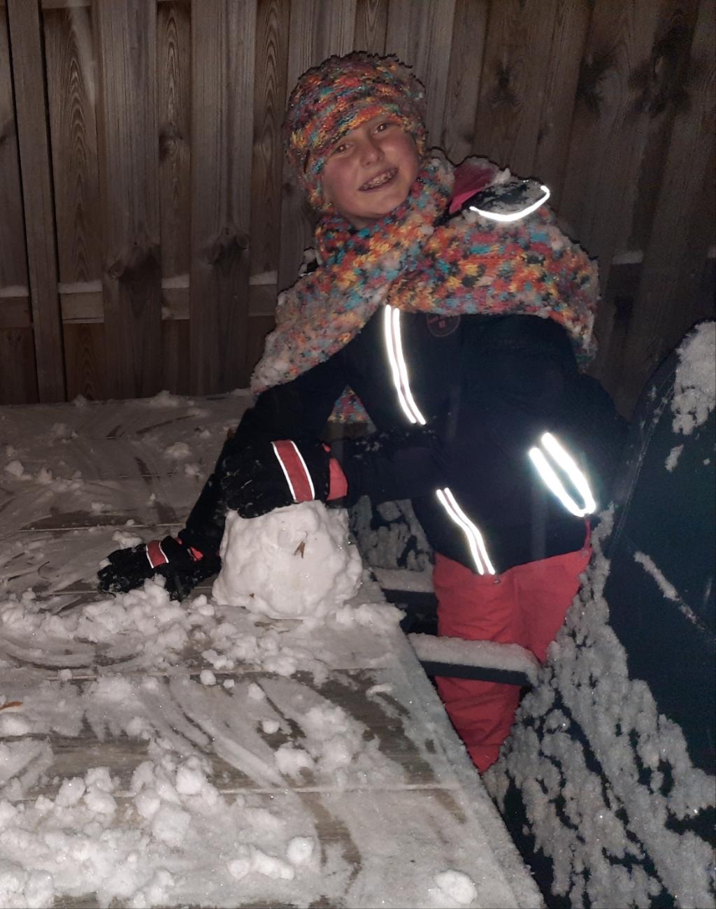 <p>Sneeuwpop maken!</p> Hanna Palland © BDU Media