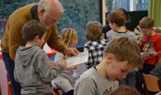 Schooldirecteur Jan Overweel kijkt mee (januari 2020)