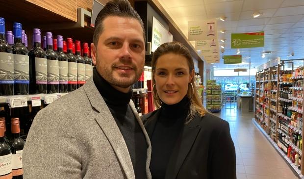 <p>Jeroen en Annemarie Wilmink zijn de nieuwe eigenaren van de Plus supermarkt in Putten.</p>
