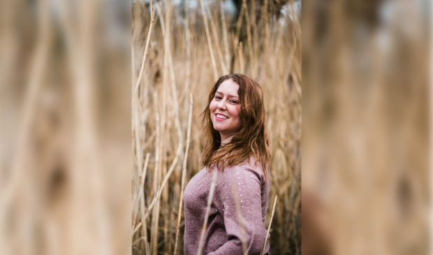 Esmee de Groot schrijft en co-produceert haar eigen dramaserie. Ook speelt ze er en rol in.