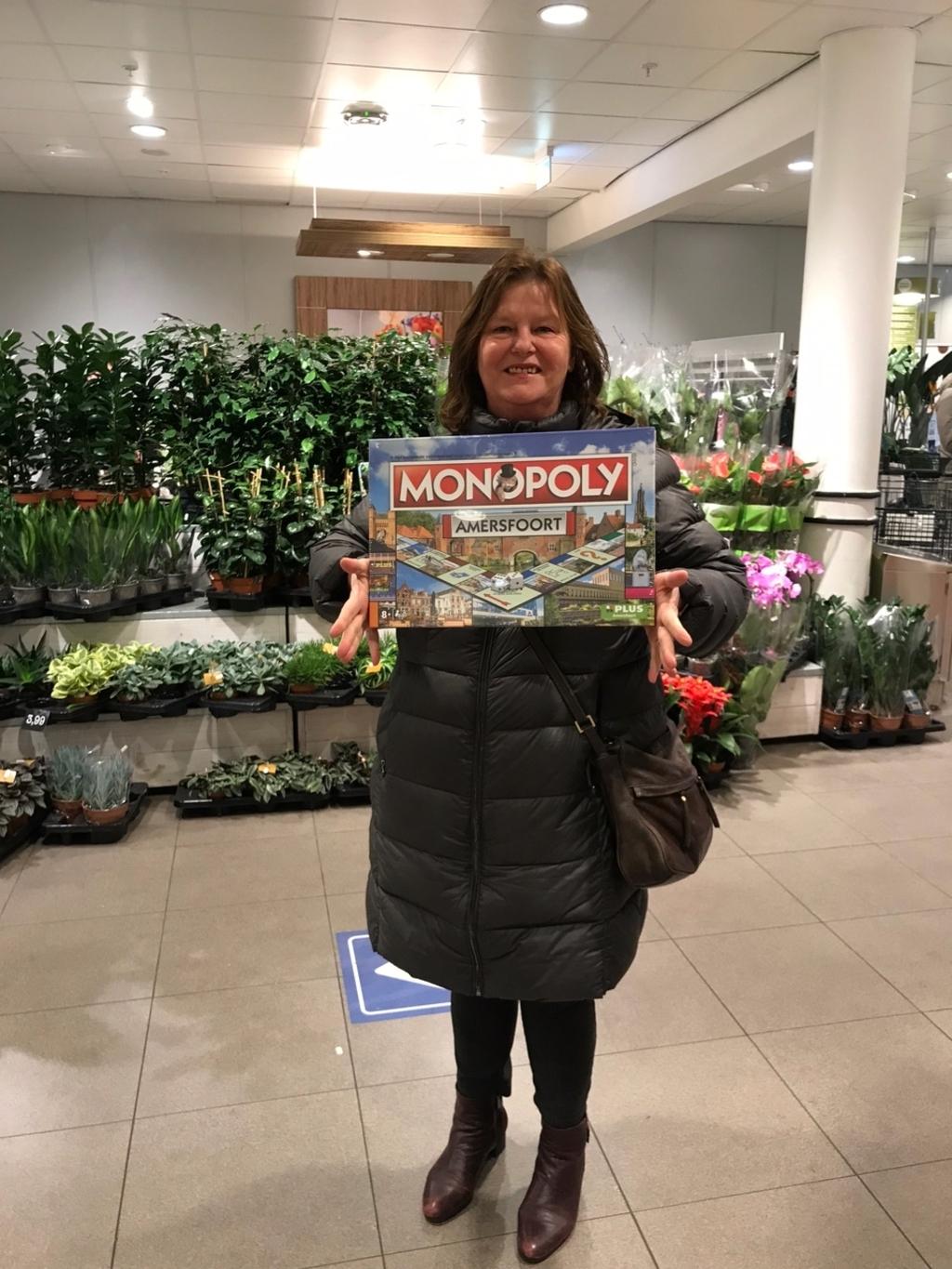 <p>Carlijn Stolvoort en Marianne Mesu wonnen het Amersfoorts Monopolyspel,nadat ze De Stad Amersfoort volgden op Facebook. </p> Plus Amersfoort © BDU media