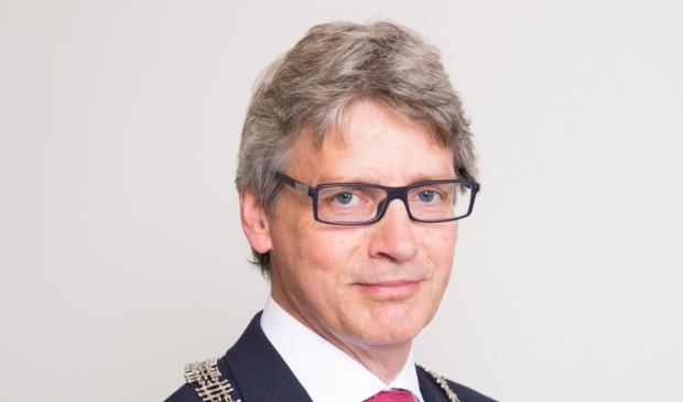 <p>Burgemeester Lucas Bolsius: ,,We willen ervoor zorgen dat vluchtelingen op een goede en menselijke manier worden opgevangen.''</p>
