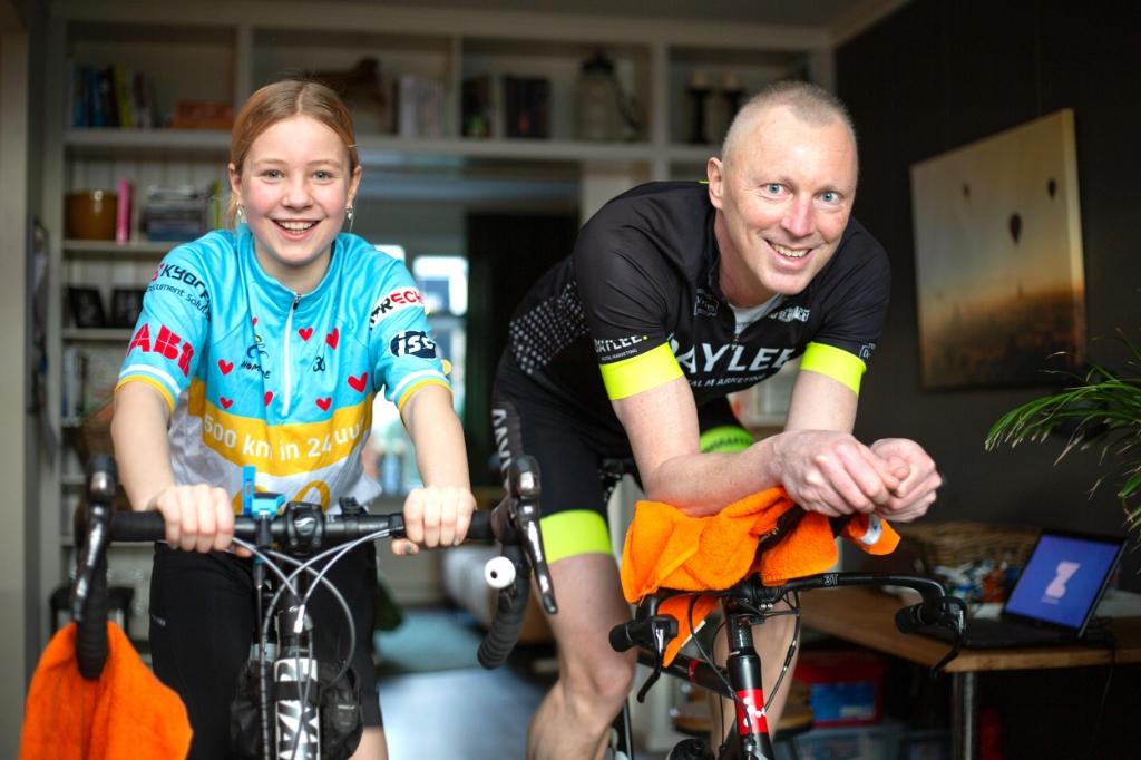 <p>Sebastiaan Kuijper doet mee aan fietsactie voor het goede doel in de strijd tegen kanker. Ook dochter Maryse is van de partij.</p>