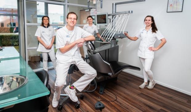 <p>Tandarts Rogier Vermeulen waarschuwt voor parodontitis, een ontsteking van de fundering van de tanden en kiezen.</p>