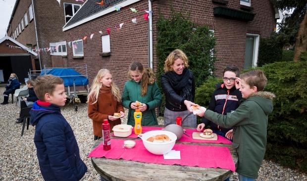 <p>Broodjes Frikandel voor leerlingen</p>