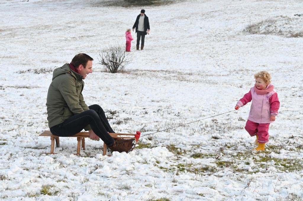 <p>Rollen omgedraaid in de (dooiende) sneeuw van De Paltz.</p> Jaap van den Broek © BDU media