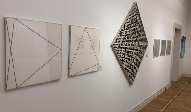 Van links naar rechts werk van Paul van de Vliet, Arie Brinkman en Joke van Kerkwijk Gorcums Museum © BDU Media