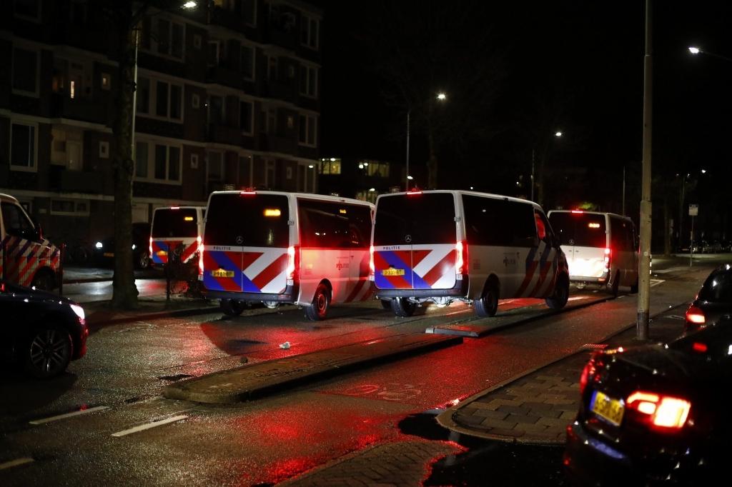 <p>Politie rukte in grote getale uit om rellen te voorkomen in Schalkwijk.</p>