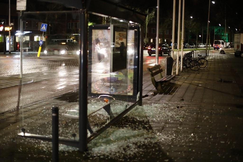 Ook bushokjes moesten het ontgelden. Laurens Bosch © BDU media