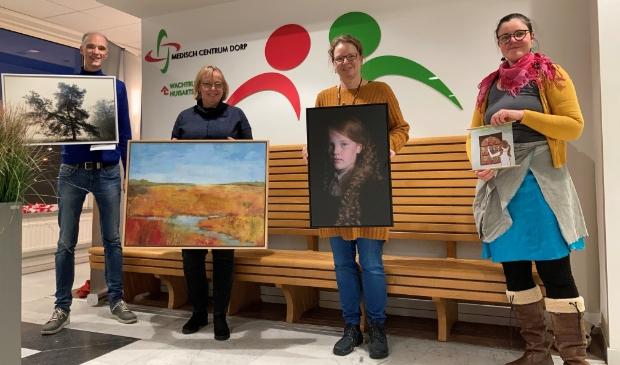 <p>De vier kunstenaars, vlnr: Rob de Groot, Marijke Prins, Puja Sonneveld, Elisa Sch&ouml;ne.</p>