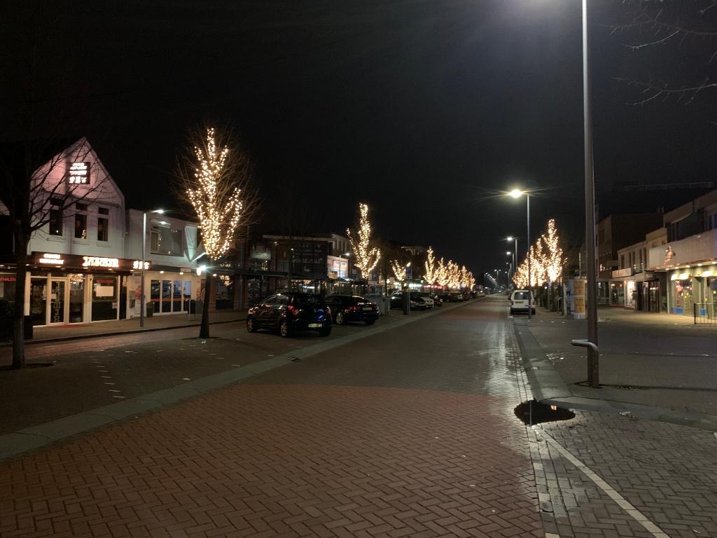 Kruisweg hoofddorp leeg om 21.15hr op zondag.  wdtravel © BDU media