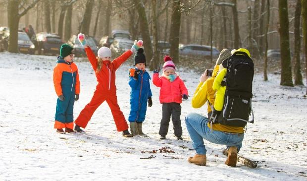<p>Genieten van de sneeuw in Lage Vuursche.</p>