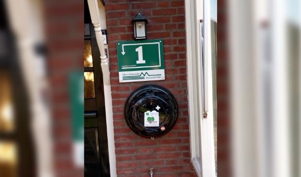 De AED naast de voordeur