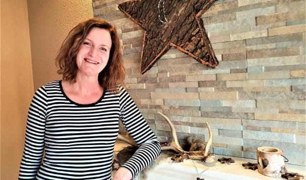 Sandra Smit blij dat ze weer in haar sfeervolle huiskamer mocht na haar dagenlange slaapkamerquarantaine
