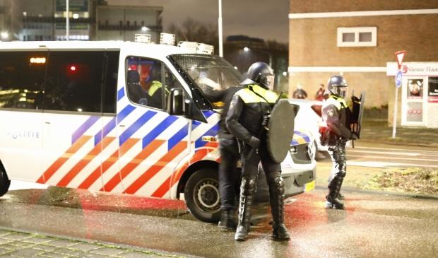 <p>Maandagavond werd de ME ingezet bij de rellen in Schalkwijk.</p>