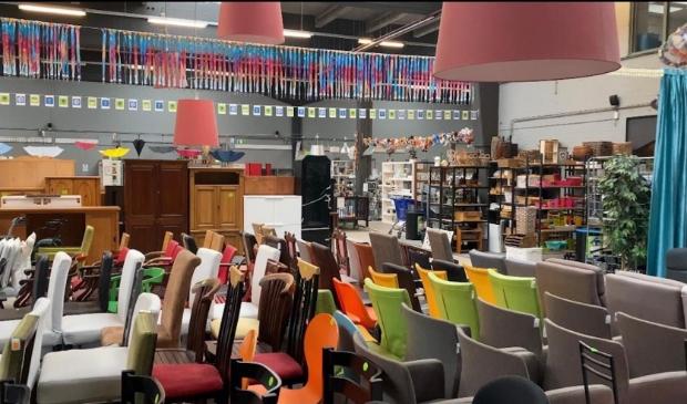 Zelfs de winkel wordt nu steeds voller als opslagruimte voor het Kringloopcentrum Amersfoort-Leusden.