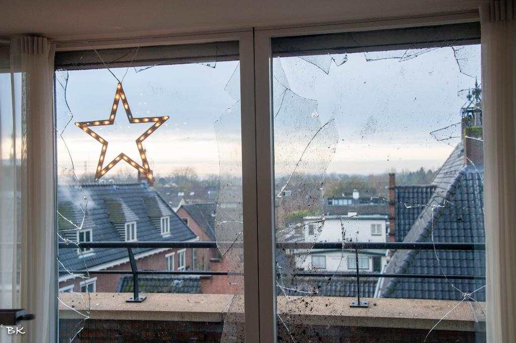 Glasschade van binnen uit gezien Betting Kroese © BDU media