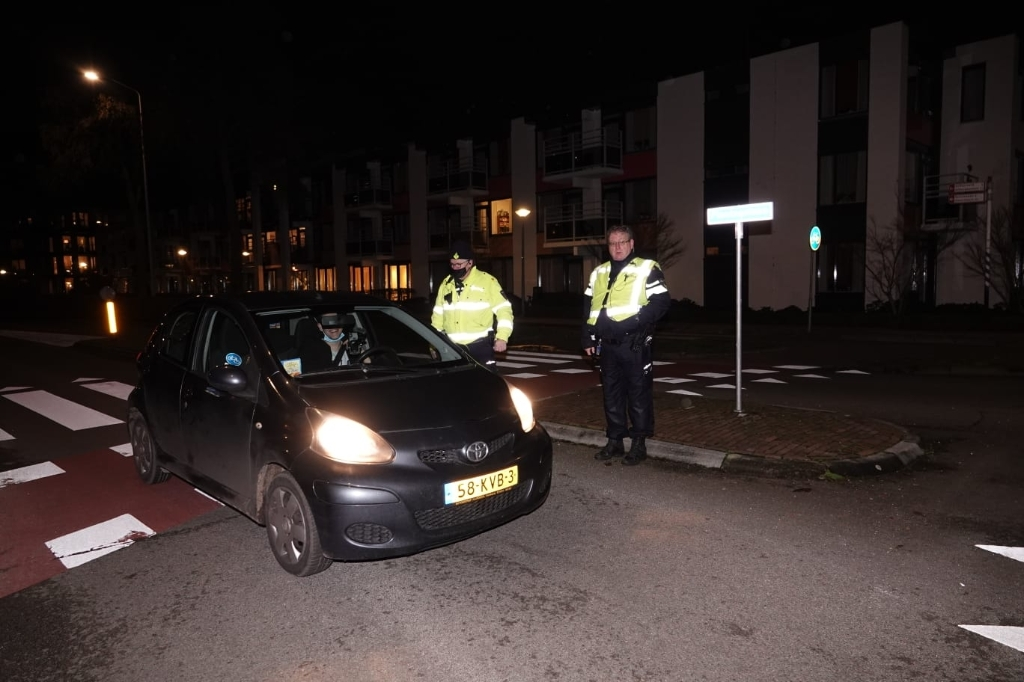 Politie controle centrum Barneveld avondklok AberMedia © BDU media