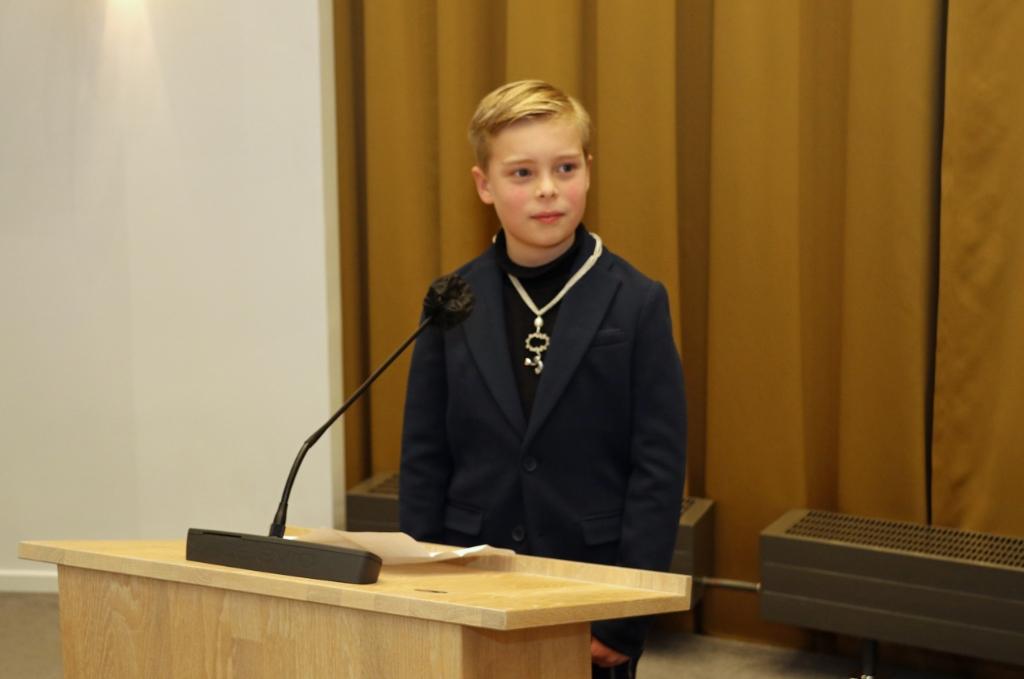 <p>Na zijn installatie hield Samuel zijn maidenspeech in de raadzaal</p> <p>Gemeente Gorinchem</p> © BDU Media