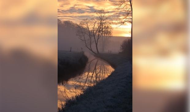 De Gooierdijk in Langbroek met mist. Een prachtig beeld.