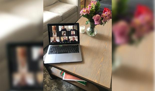 Laptop met zoom call