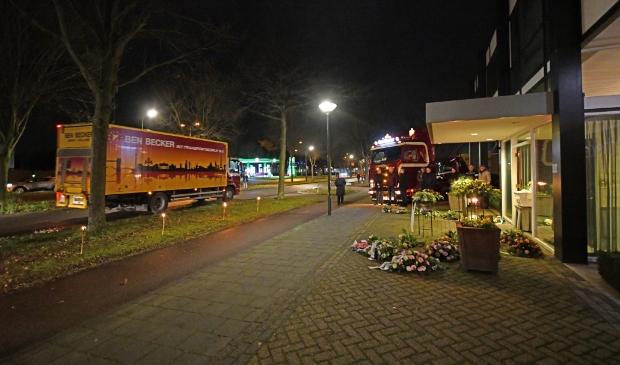 <p>Een voor een reden de chauffeurs in een vrachtwagen langs de Koningshof om Irma Becker de laatste eer te bewijzen.</p>