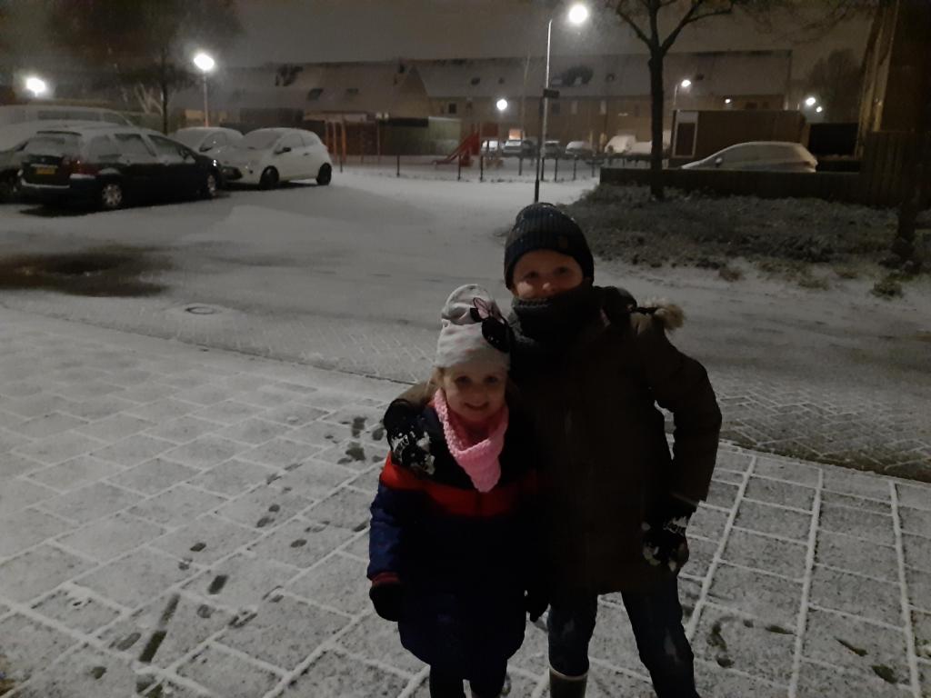 <p>Lekker spelen in de sneeuw.</p> Priscilla Brom © BDU Media