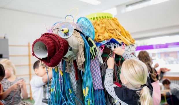 Kinderen maken kunst van afval