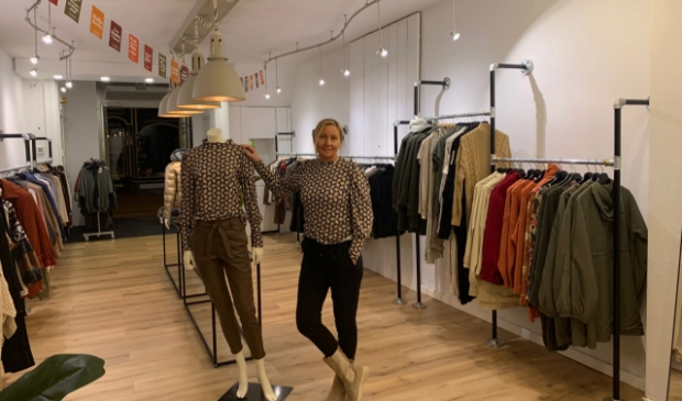 <p>Alice Roode in de winkel.</p>