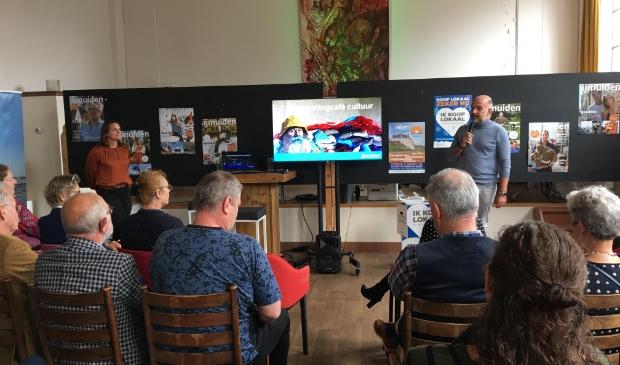 <p>Ruim veertig cultuurmakers waren aanwezig om samen te brainstormen over hoe het veelzijdige kunst- en cultuuraanbod van de gemeente Velsen weer en meer op de kaart gezet kan worden.</p>