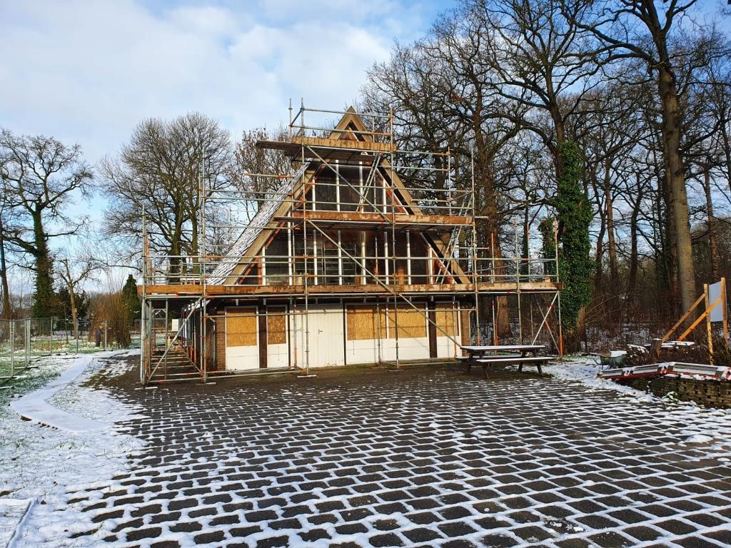 Verbouwing in de winter. Het Vogelnest © BDU media