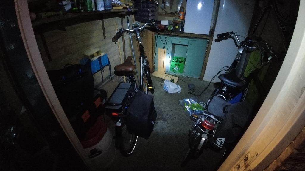 Dure elektrische fietsen, niet op slot, schuur niet op slot, poortdeur open VeiligVliegersvelddeVaarst © BDU media