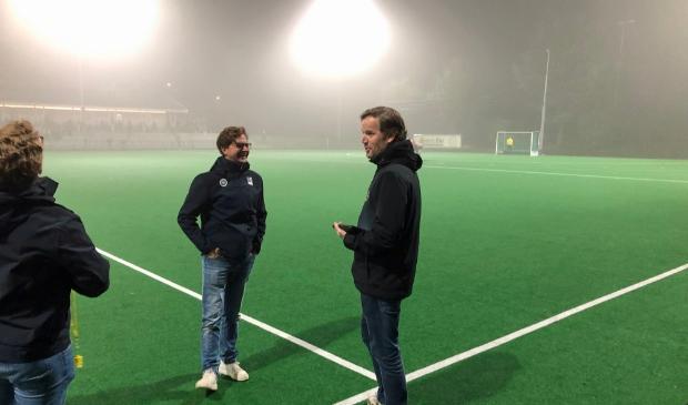 <p>Ede coach Bastiaan Bunnik (achter de lijn) zag donderdagavopnd veel mist en nu &#39;spookgoals&#39;.&nbsp;</p>