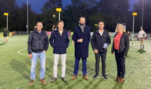 Wethouder van der Geest (midden) met Otto de Keizer, projectleider Gemeente Gorinchem, leverancier Firefly en Cecile Ouwerkerk, bestuur GKV Enomics