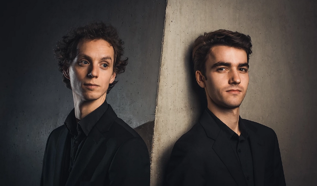 Tobias Borsboom (piano) en Pieter van Loenen (viool) uitvoerenden van het Kamermuziekconcert in Harderwijk op 17 oktober